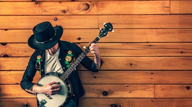 musician-playing-banjo